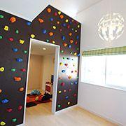 遊び心と好奇心を高めてくれる子供部屋。2017年に開催される愛媛国体のボルダリングの競技場は弊社(株式会社 飛鳥)が設計を担当させていただきました。