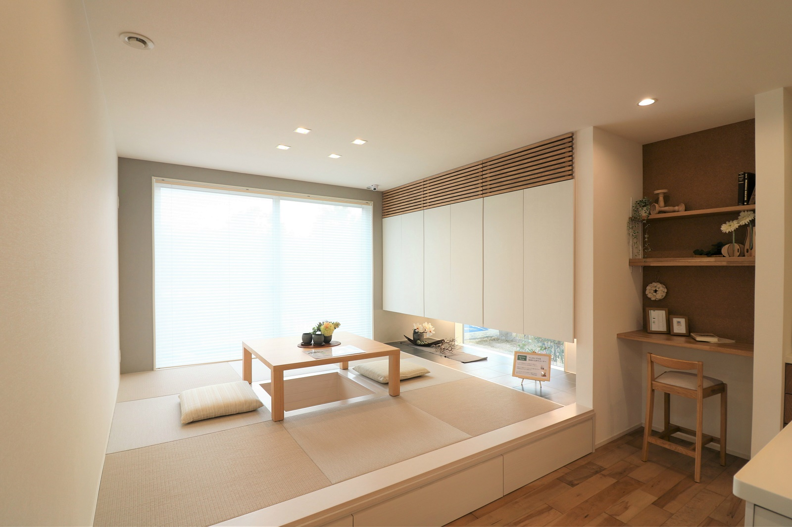 LDKから続く和室。小上がり和室はベンチ代わりにも使えて、子供にも大人にも人気。