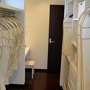 主寝室に隣接する大型クローゼットがあればお部屋も広々です。