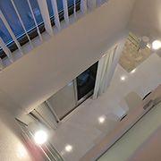 吹抜けを設けることで2階にいても家族の気配が感じられる安心設計です。