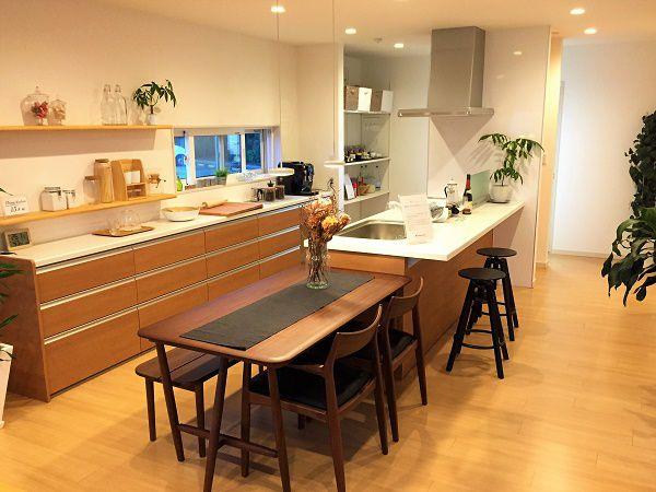 ゆったりとしたダイニング・キッチンは間仕切りもなく家族との会話も弾みます。