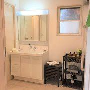 玄関から洗面所へ、キッチンから洗面所へ、忙しい奥様には嬉しい家事導線となっております。