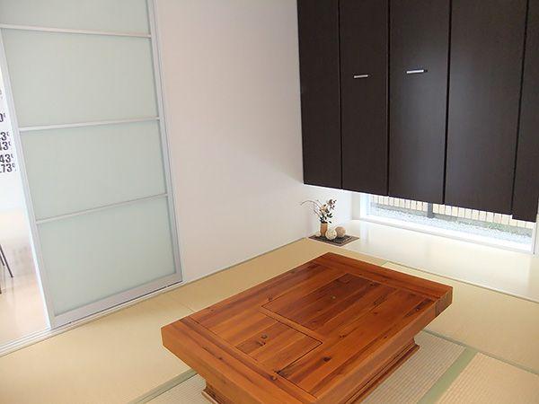 クリアウォールを効果的に使い、DKの延長としても、客間としても多彩に使える和空間。