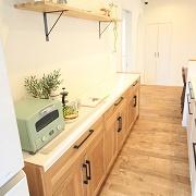 飾って楽しむキッチン収納はお気に入りの食器やキッチングッズもインテリアのように飾ったりできます