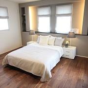 落ち着いたベッドルームは1日の疲れを癒すくろぎ空間です