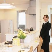 ファミーユのコンセプトは『家族の絆を育てる』です。間取りの中心に 位置するダイニング・キッチンに家族みんなが自然に集まります。