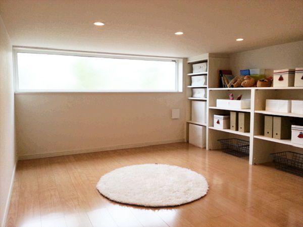 踊り場の下のボックススペースは、お子さんの遊び場や、大きな収納にもなり、子育て世代にもぴったりです。