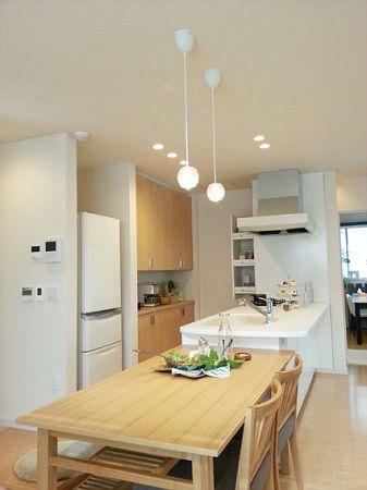 リビングとキッチンを家の中心に据えた「DKリビング」はファミリー層に人気の間取りです。パントリー収納でキッチン周りはいつもすっきり。