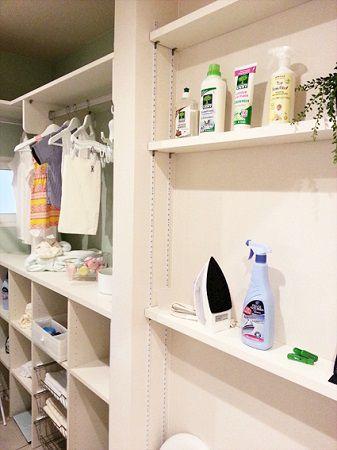 広めに設けた洗面所には、洗剤やタオル、家族の下着もしまえる収納量を確保しました。