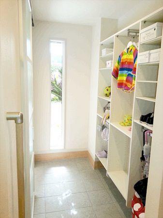 たくさんの靴やベビーカーもしっかり収納できるシューズインクロークがあれば、お客様をお迎えする玄関がすっきり片付きます。