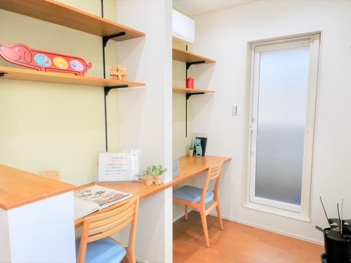 ファミリーライブラリーは子どものスタディスペースやご主人の書斎など、使い勝手がいい。