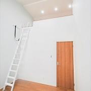 子ども部屋向けの洋室は広いロフトがある。高い天井が特徴。