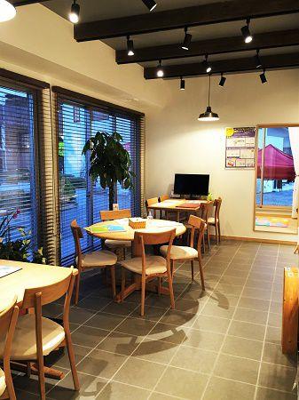 カフェをイメージした打ち合わせスペースはお飲み物のメニューも豊富です。隣にキッズルームがあるからお子様がいても安心して打ち合わせができます。