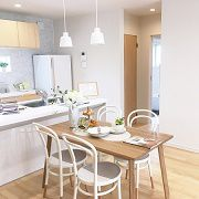 DKにも和室にもつながるリビング空間とリビング階段が家族のコミュニケ―ションを育みます。