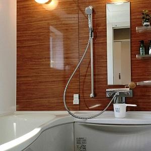 1818サイズの広々としたお風呂です。ユニバーサルホームで採用しているメーターモジュールによって、大きなお風呂が実現します。