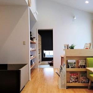 モデルハウスとつなぎの平屋スペースにて、床暖房と無垢床材を体感していただきながら打合せができます。