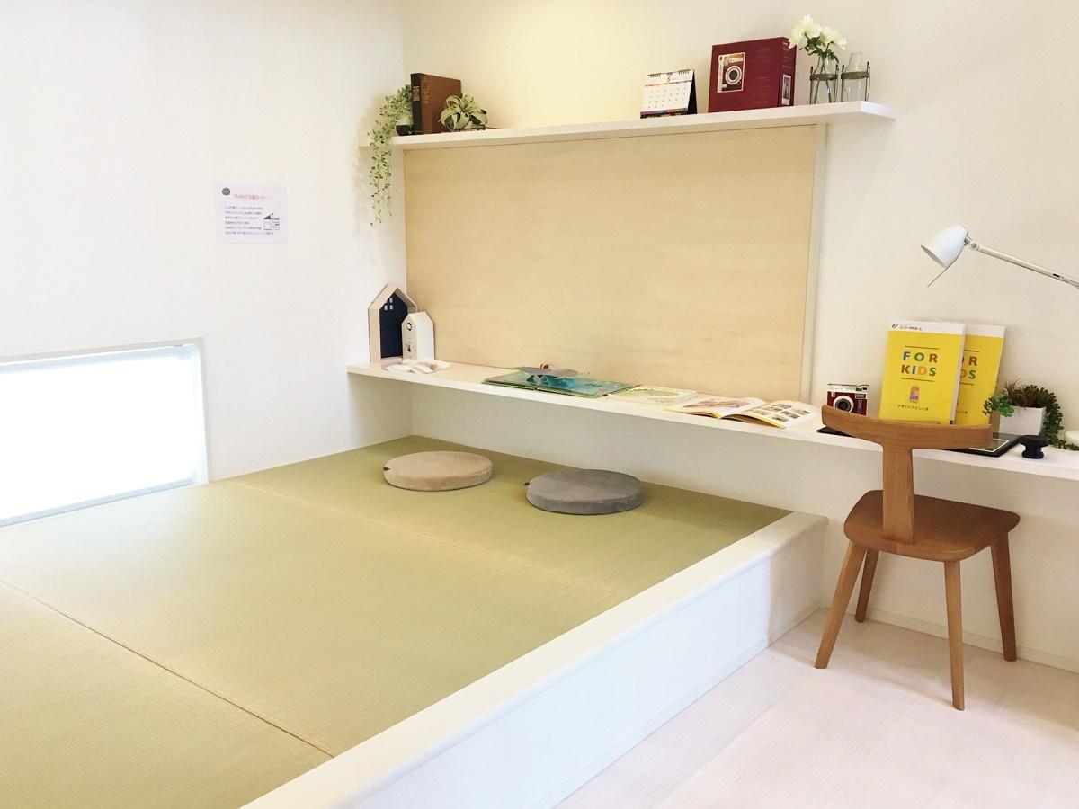 畳コーナーで勉強するのも良し、マルチに使える楽しいコミュニケーション空間です。