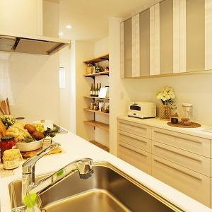 広々した作業スペースのキッチンで、料理のお手伝いもラクラク。