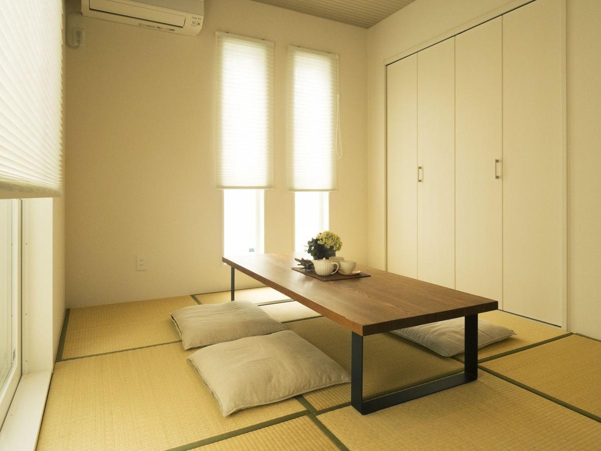 やわらかな日差しが差し込む和室は、お客様をおもてなししたり、家族でくつろいだりと、様々な使い方ができます。