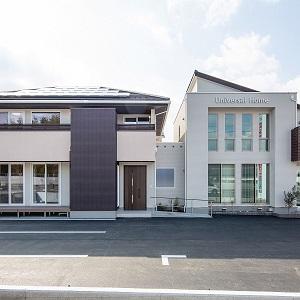 モデルハウスと事務所のタテのラインが印象的なツインのデザイン。