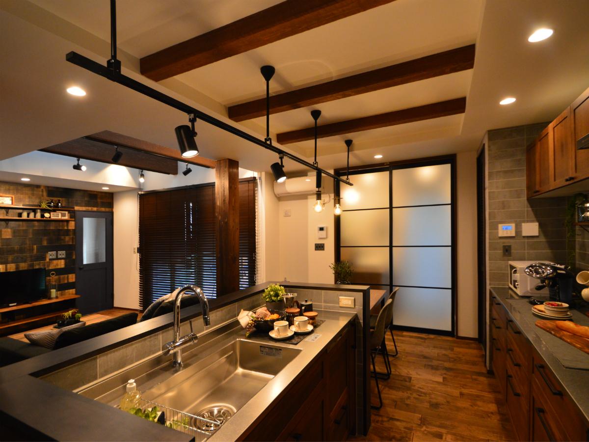 キッチンに立っていても1階全体が見渡せるので、家族のコミュニケーションが自然と生まれます。