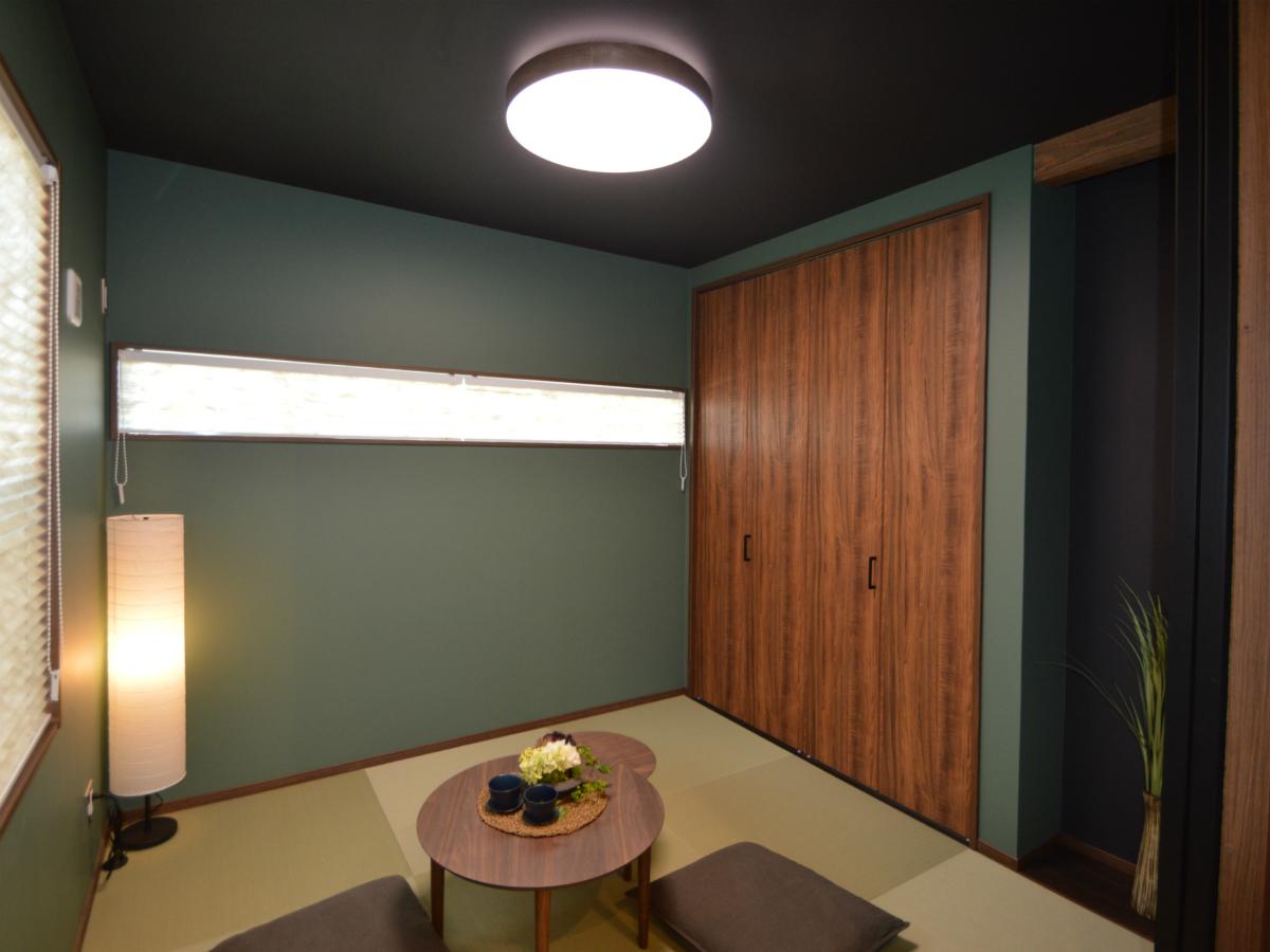 リビングから続く和室は、間仕切戸をあけ放てば程よくリビングに繋がり、戸を閉じれば個室空間としても使える使い勝手の良い便利な空間です。