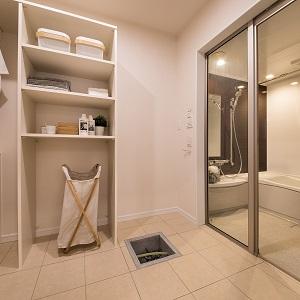 広々としたお風呂にきっちりとした収納を組み合わせました。
