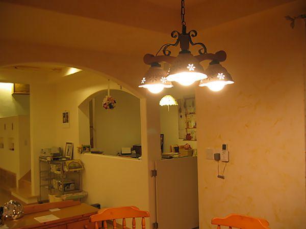 天井から下がる壁全て曲線加工。優しさを演出し、家族に癒しを提供します。