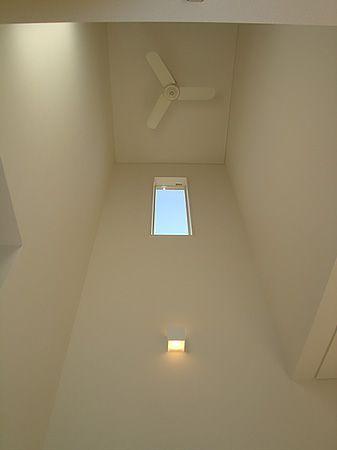 明るい日差しがお部屋に全体に広がります。