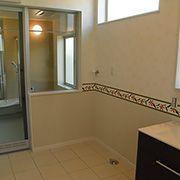 リゾートホテルのようなガラス張りのお風呂は開放感あふれる、くつろぎの空間に。