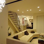 シンプルでありながらデザイン空間を持たせたモダンスタイルの家