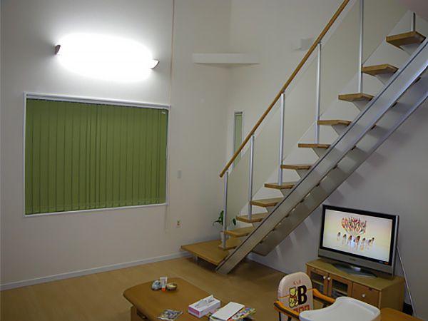 1階と2階の会話がすぐに出来たり、子供と紙飛行機で遊んだり、総2階には出来ない事が沢山あります。