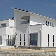 地中海を感じさせるスタイリッシュな邸宅