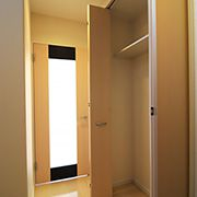 廊下にはプライベートな収納スペース広々と取れ、沢山の収納が出来ます。