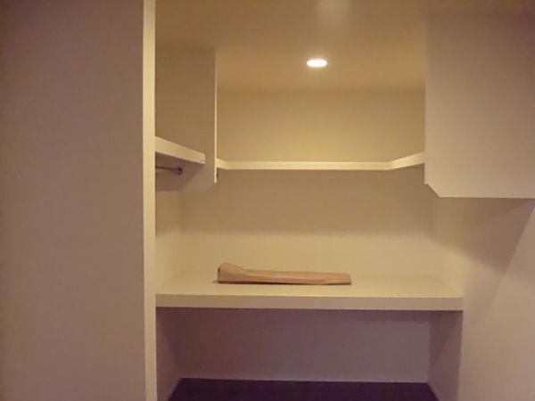 二階のウォークインクローゼットは5.3帖あり、たっぷりと収納が確保されています。