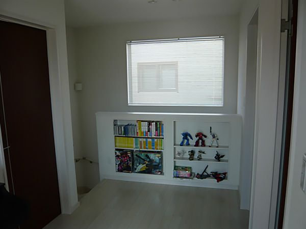 階段部分の壁に収納を作ることで、スペースをフル活用!