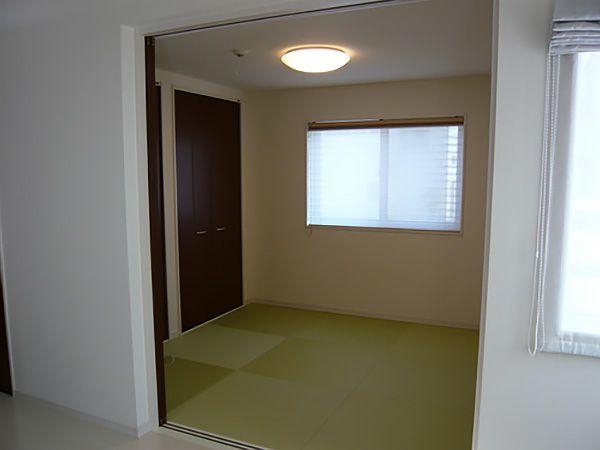 リビングに続いた和室。多くの方々こられるような来客時でも、安心です。