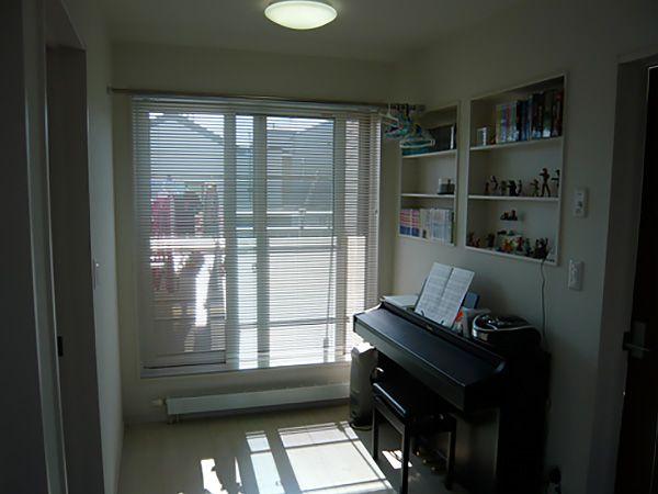 ピアノを2階ホビースペース(ホール)に設置。集中して練習が出来るようになっています。