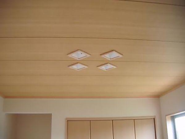見た目にスッキリとした室内を演出しています。また、LED照明を取り入れ省エネにも配慮しています。
