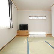 ポイントに無垢を使った和室。心地よい木の香りが和室の空間をより心地よいものにします。
