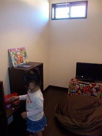 主寝室の奥には、ご主人と奥様それぞれのお部屋が!こちらは、ご主人の書斎。秘密基地のようだと童心にかえっているとか?奥様にも秘密基地があります。大型クローゼットとパウダーコーナー。