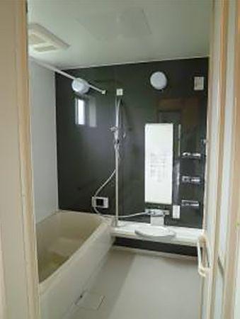 落ち着きのあるお風呂を採用。実は特別な機能がついています。その名も、