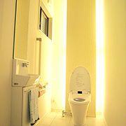 まるで、高級ホテルのトイレのようです。間接照明に照らされた室内は、重厚感たっぷりです。