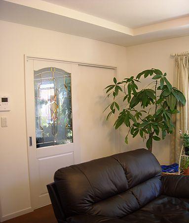 室内ドアは、白で統一。清潔感を感じられます。
