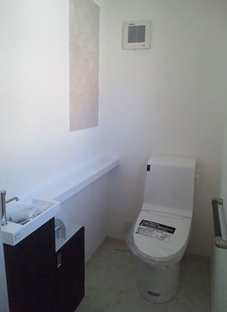 1階、2階共にトイレには消臭、除湿効果があるエコカラットを採用。デザイン性も高くお洒落な空間になりました。