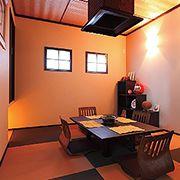 手仕事で仕上た網目状の天井が優雅な雰囲気を高める和室です。