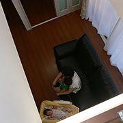 2階に続く吹き抜けは、いつでもリビングからの気配が感じ取れて、家族の絆を深めます。