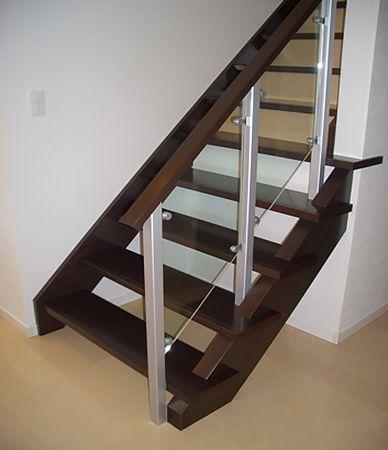 アルミ階段は、計画当初からご希望でした。LDKからさりげなく見える場所にということで奥側に配置しながらも存在感があります。