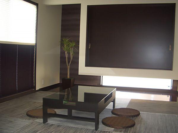 居酒屋テイストの和室は、ご夫婦の憩いの場所となってます。友人と一緒に語りあいながら楽しい休日がすごせます。ゼブラ柄の琉球畳が素敵です。