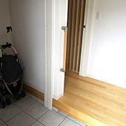 階段下のスペースを上手に利用した玄関クロークもこだわりのひとつです。奥行きがあり収納力も抜群。